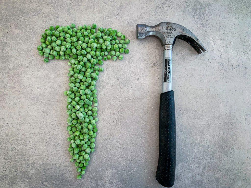 Gröna ärtor och hammare